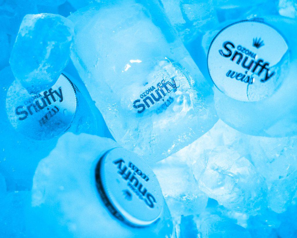 pudełka Snuffy w kompozycji w lodzie
